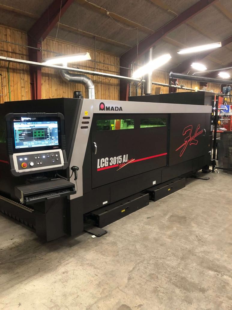 Format: 3000x1500. Med vekselbord for stor effektivitet Med fiber laserskæring kan vi skære i stort set alle materialer med utrolig stor hastighed og præcision